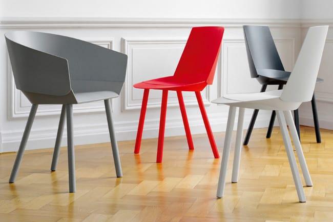 kunststoff-designerstüle in grau und rot