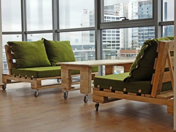 DIY Sofa und Tisch aus Europaletten