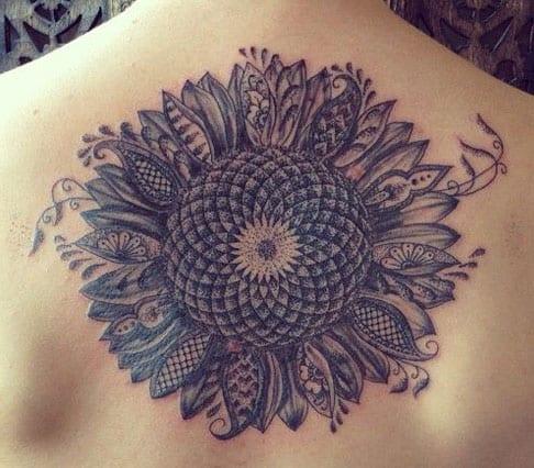 Tattooideen für Frauen- Rückentattoo
