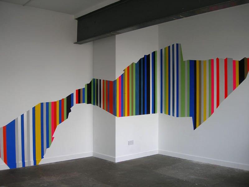 kreatibe farbige Wandgestaltung mit streifen
