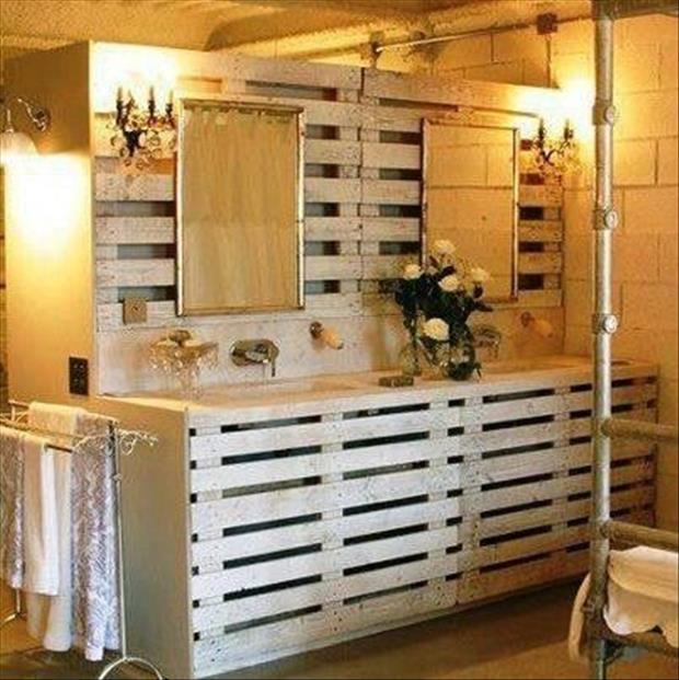 weiße Paletten- Einrichtung fürs bad