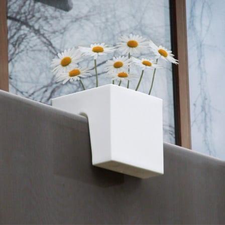 balkon einrichtungsideen-designer-blumentopf fürs Geländer
