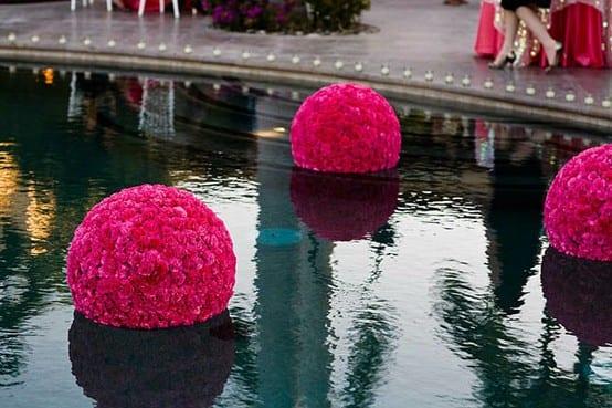 kreative blumen hochzeit deko für wasser-blumenball