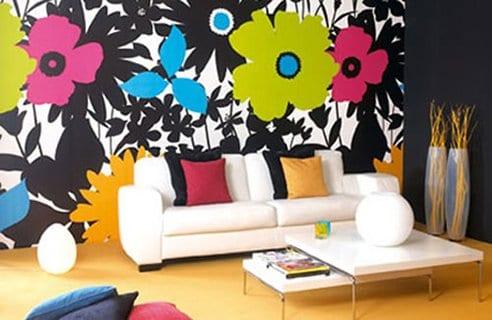 streichen ideen mit kräftigen Farben und Blumenmotive fürs Wohnzimmer