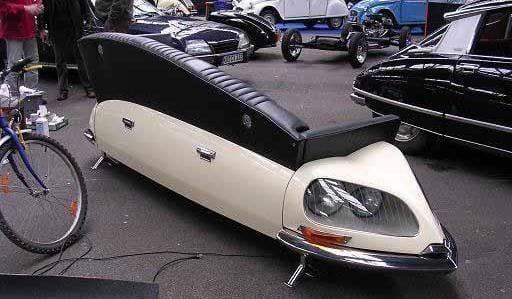 Ledersofa desihn in schwarz aus weißem Autotel