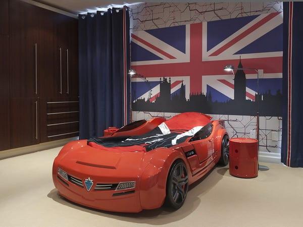 Wandgestaltung Kinderzimmer Cars :  kinderzimmer mit rotem Autobett und kinderzimmer wandgestaltung