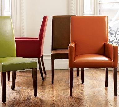 lederpolsterstuhl in orange und grün fürs Esszimmer