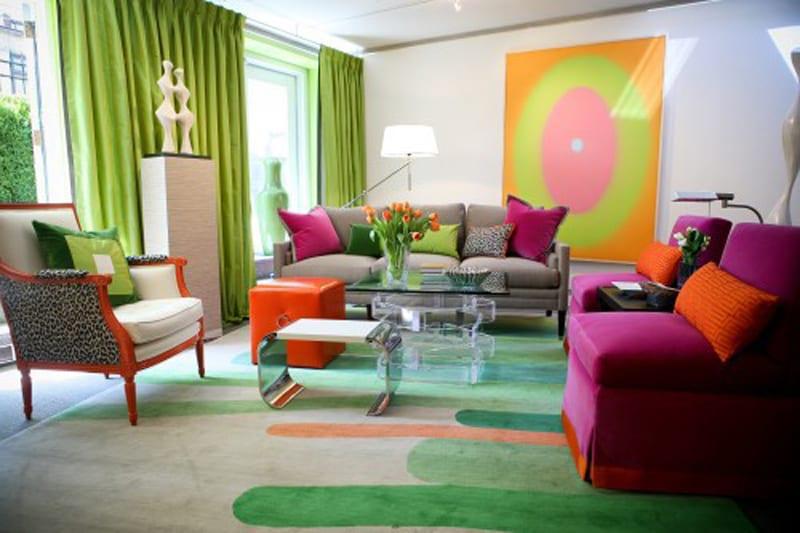 farbrausch schöner wohnen- Farbgestaltung in grün mit Stuhle in pink und orange