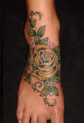 blumen tattoo idee für fuß