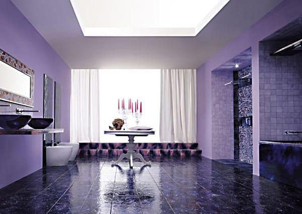 kreative Badeinrichtung in lila