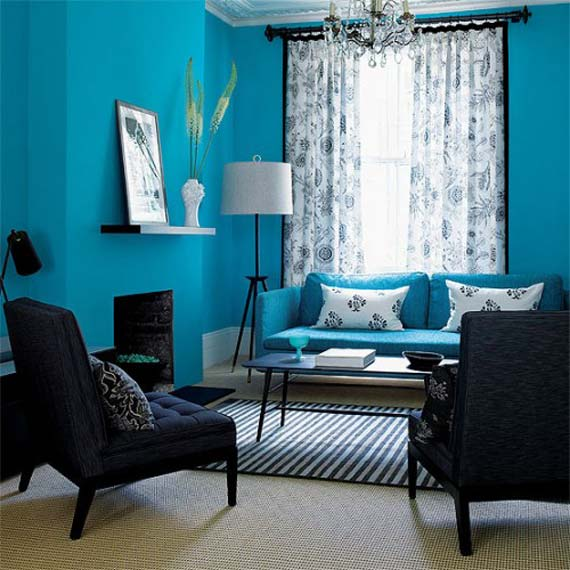 Blaue Wände fürs Wohnzimmer- teppich mit weißen und dunkelblauen streifen