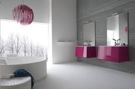 modernes badezimmer ideen mit runder badewanne und wachbecken in pink