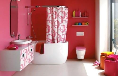 badezimmer streichen- modernes badezimmer- pink badezimmer wandregale