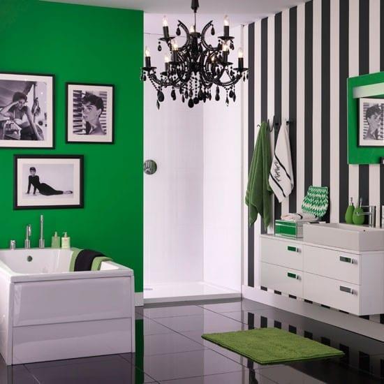 schöner wohnen badezimmer- badezimmer streichen in grün und schwarzweiße streifen