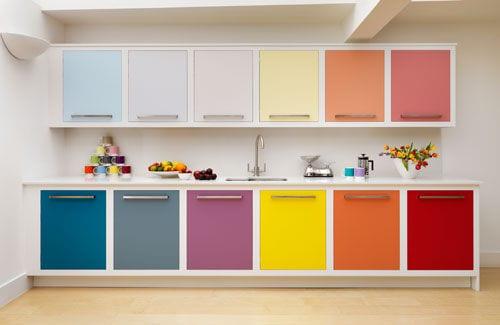 küchenschränke mit bunte schranktüren