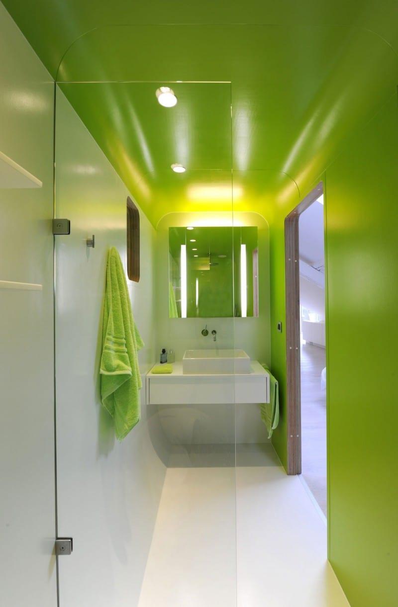 badezimmer ideen - längliches badezimmer grün streichen