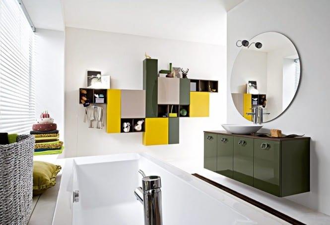 modernes badezimmer mit rundem badezimmerspiegel- farbige badezimmer schränke
