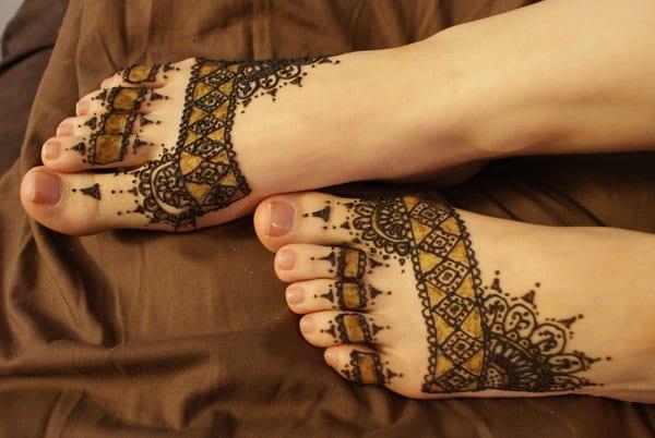 interessante tattoo motive in schwarz und gelb