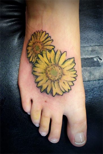 blumen tattoo- farbige tattoo idee