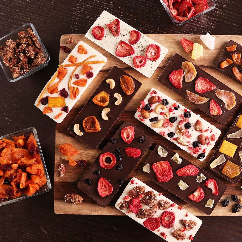 leckere geschenkidee- schokolade mit nüssen und früchten