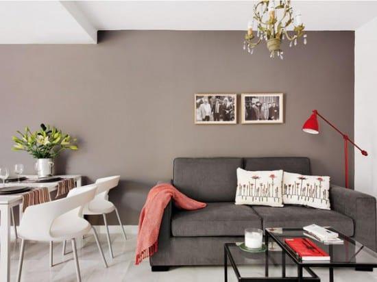 kreative idee für kleinen wohnraum-beige wand streich idee-weiße esszimmer stühle