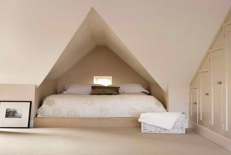 moderne einrichtung kleines schlafzimmers am dach