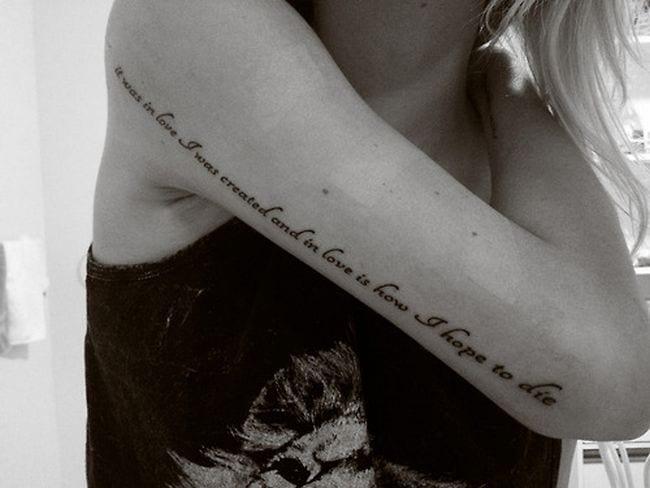 frauen - schriftzug tattoo