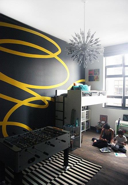 kreative wandgestaltung in schwarz mit gelb