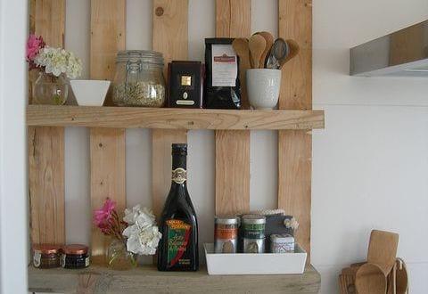k chen wandregal aus paletten freshouse. Black Bedroom Furniture Sets. Home Design Ideas