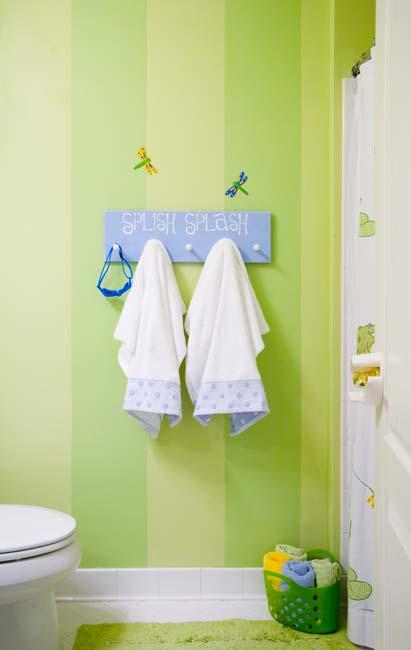 wand bademantel-hänger für kinder - wand streichidee in grün
