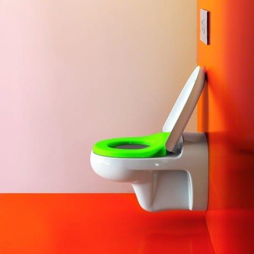 das kinderbadezimmer-grüne toillettensitz