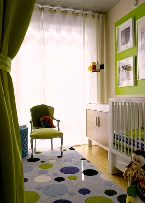 babyzimmer einrichten mit grüner wandgestaltung
