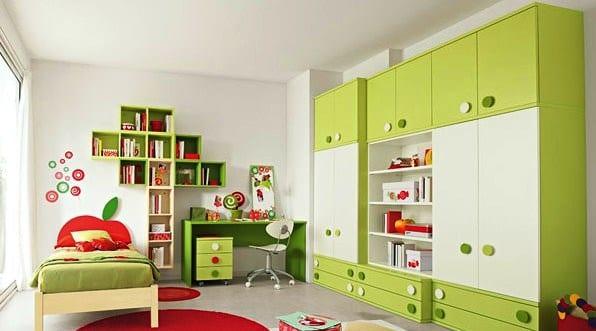 grüne kleiderschrank und bücher-Wandregale fürs kinderzimmer