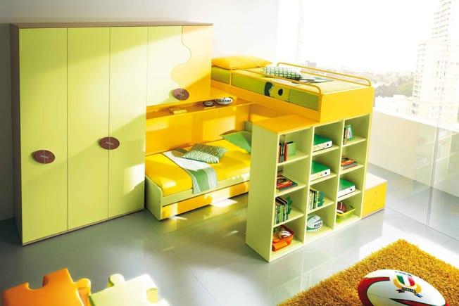 hochbett mit Bücherregal in gelb fürs kinderzimmer
