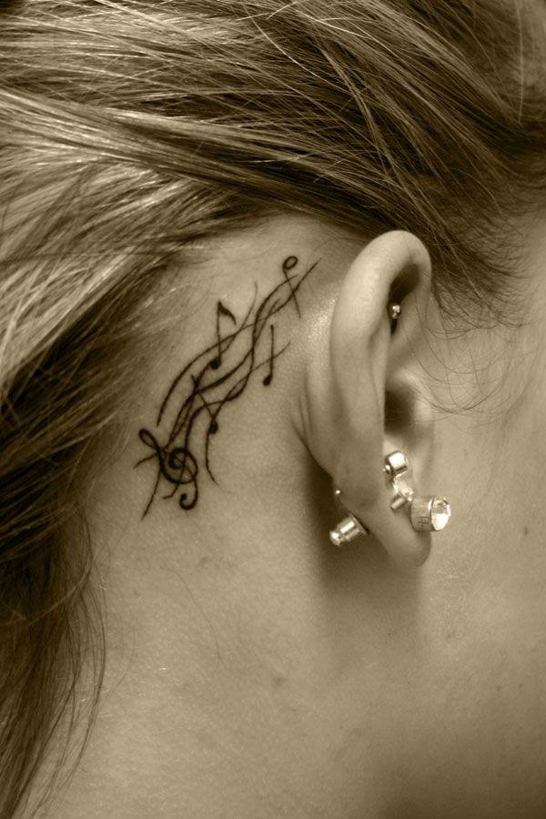 kleine Tattooideen für Frauen- Tattoo hinter dem Ohr
