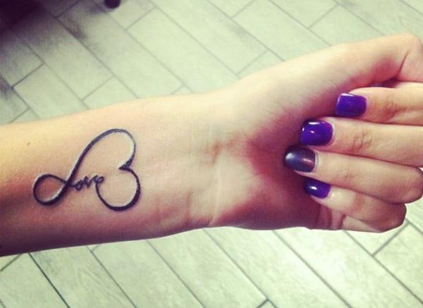 kleine tattooideen- Handgelenk tattoo
