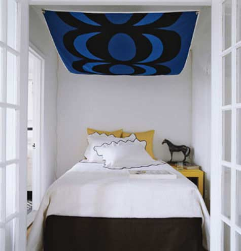 sehen sie wie ein kleines schlafzimmer gestaltet werden kann freshouse. Black Bedroom Furniture Sets. Home Design Ideas