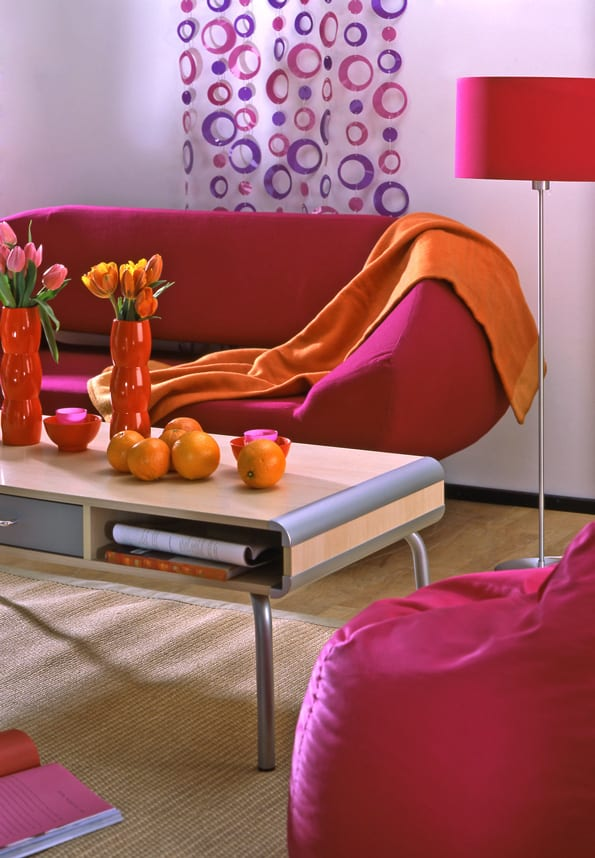 farbrausch schöner wohnen - Einrichtungsidee in pink mit wandgestaltung