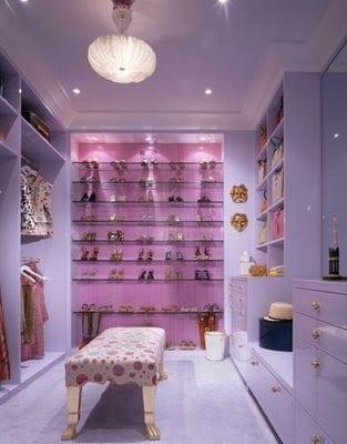 niedliches kleidezimmmer in lilla
