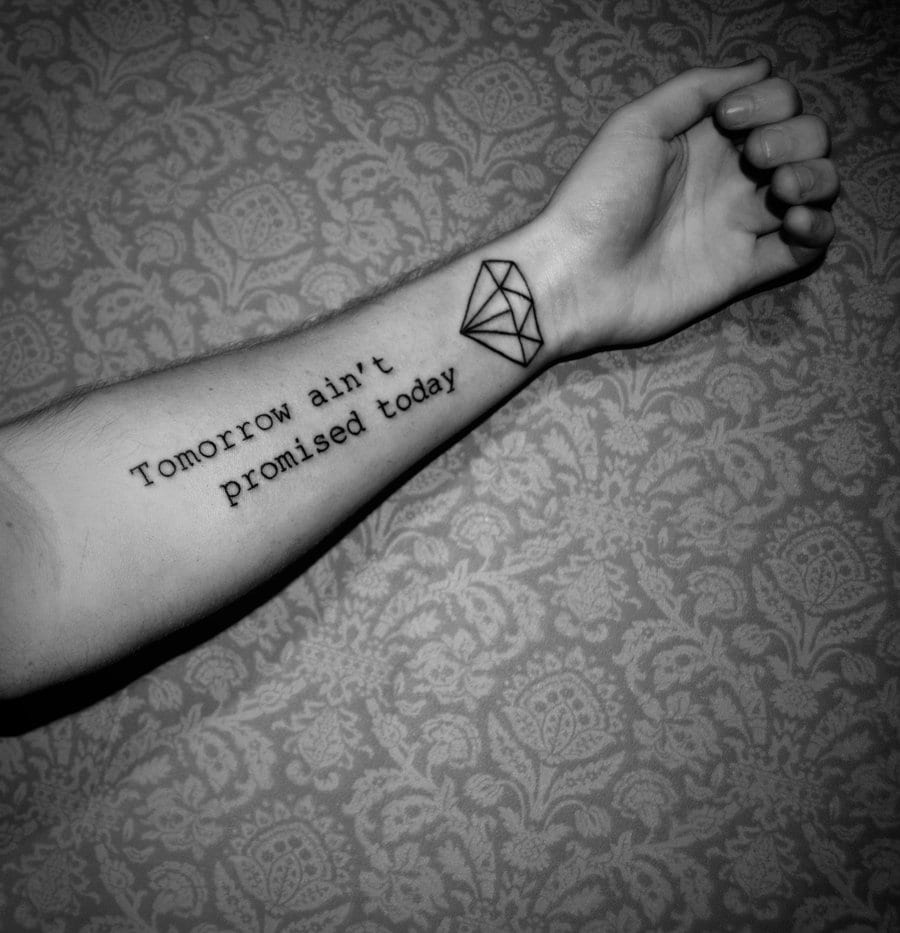 schriftzug tattoos für männer