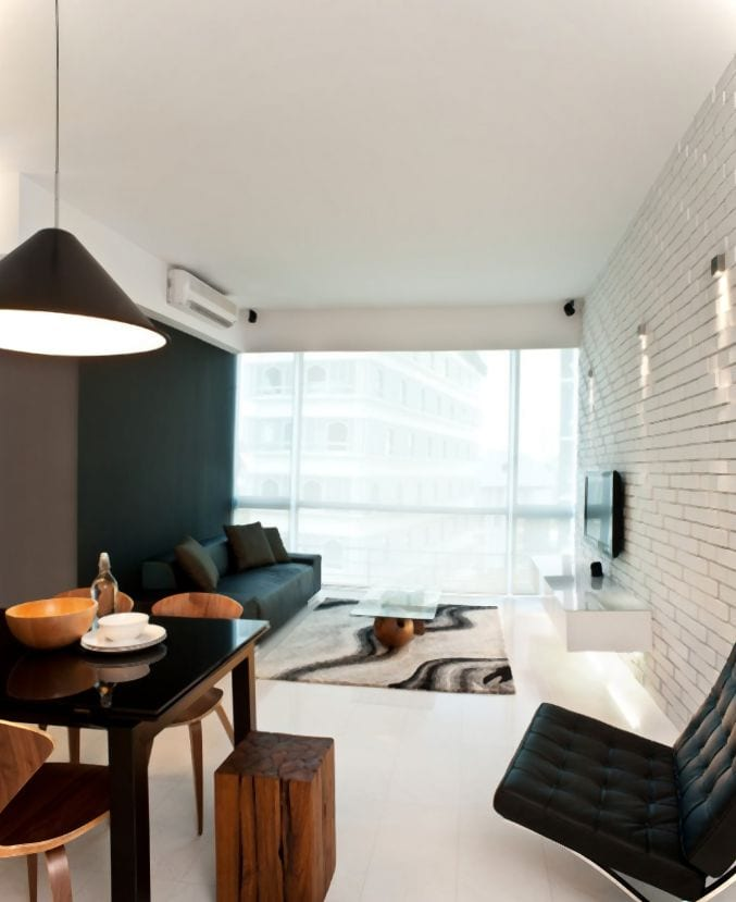 minimalistische wohnzimmer einrichtung mit yiegelmauerwerk und schwarze wand streich idee-moderne esszimmer holzstühle