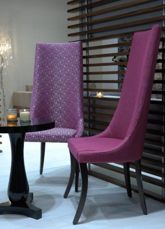 moderne Esszimmerstühle in Violett mit höher Rückenlehne