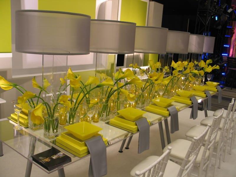 blumen hochzeit deko idee in weiß und gelb