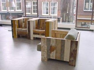 moderner Sessel aus europaletten mit polsterkissen