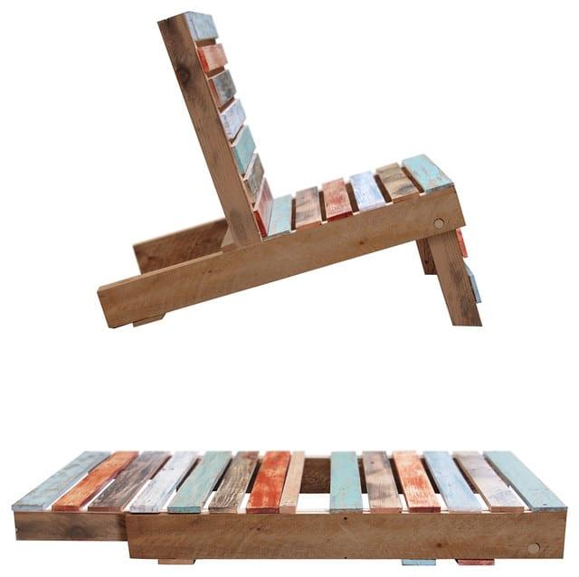 Liege und Tisch aus europaletten mit gestrichenen Holzlatten