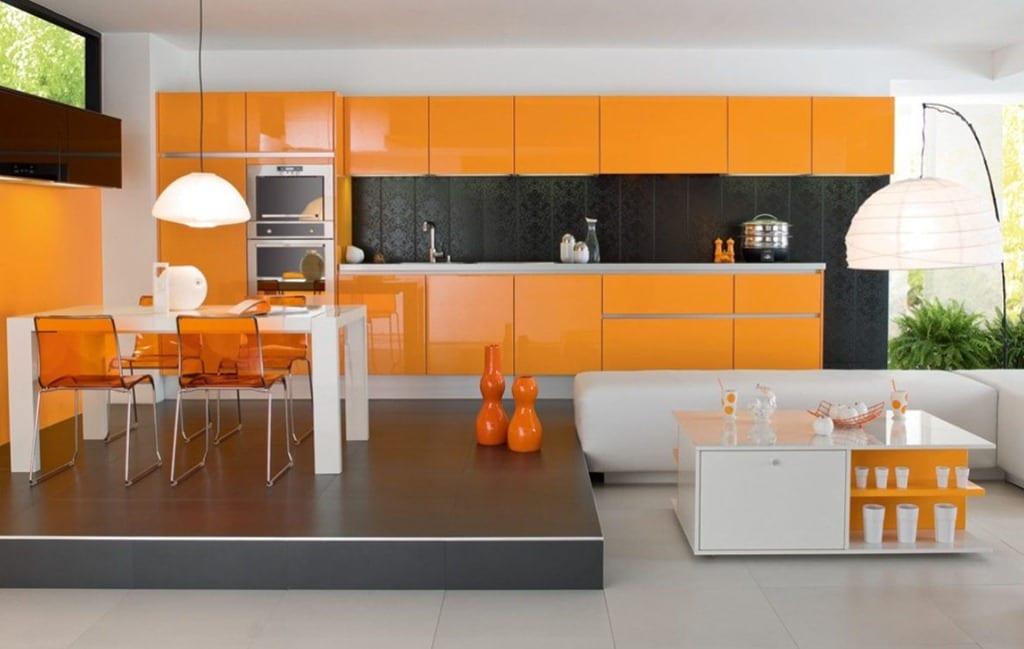 Küche Einrichtungsidee in weiß und grau mit orangen möbeln