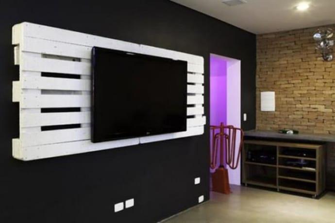 weiße tv-wand aus paletten - Wandgestaltungsideen