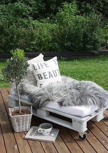... Liege aus Paletten - DIY Möbel aus Europaletten - fresHouse
