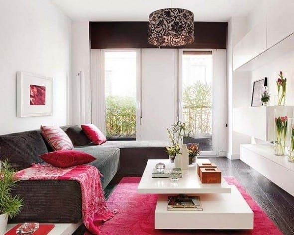 Einrichtungsidee mit grauem L-förmigen Sofa und modernem weißem couchtisch-weiße wandschränke