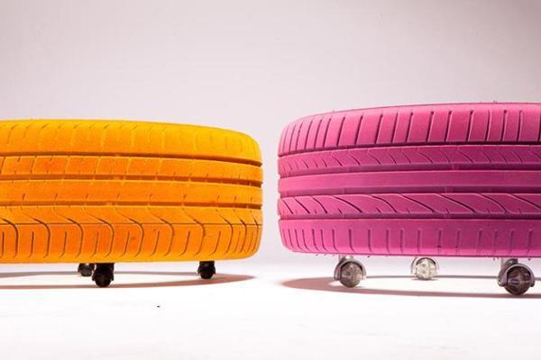 wohnideen - kreative roll-couchtisch aus Autoreifen in knallen Farben
